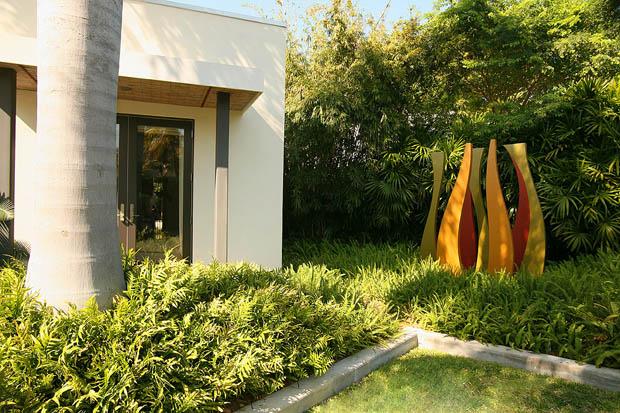 ต้นปาล์มฟอกซ์เทล ประดับสวนให้ร่มเย็น