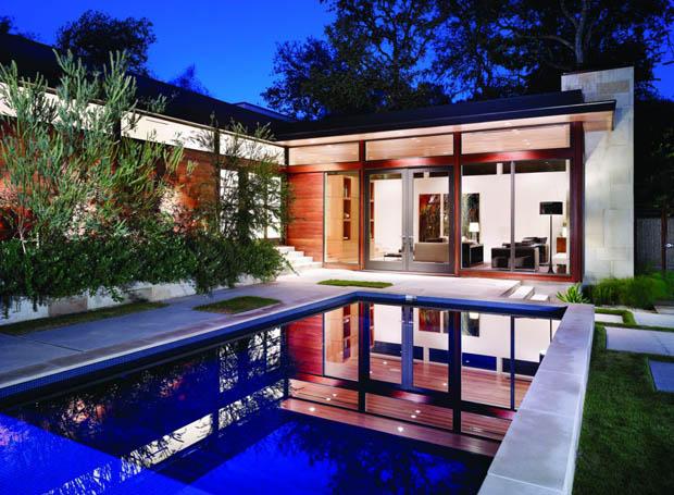 บ้านและสวนสวยมากๆ มีสระว่ายน้ำ