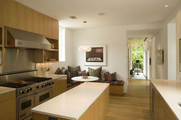 ห้องครัวสวยๆ มีมุมนั่งเล่น