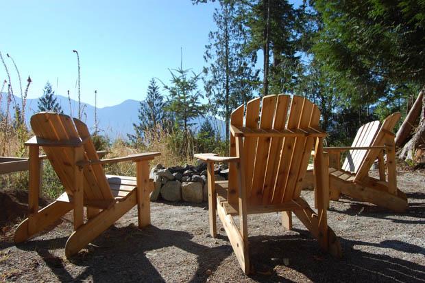 เก้าอี้ไม้ นั่งเล่นนอกบ้าน