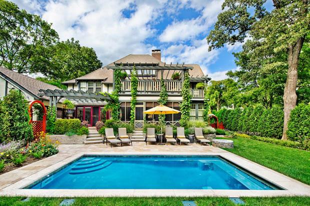 สระว่ายน้ำ หน้าบ้าน ขนาดเล็ก