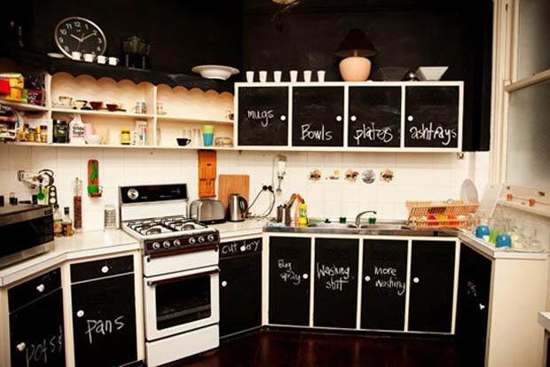 ตกแต่งห้องครัว ตู้เย็นด้วยกระดานดำ