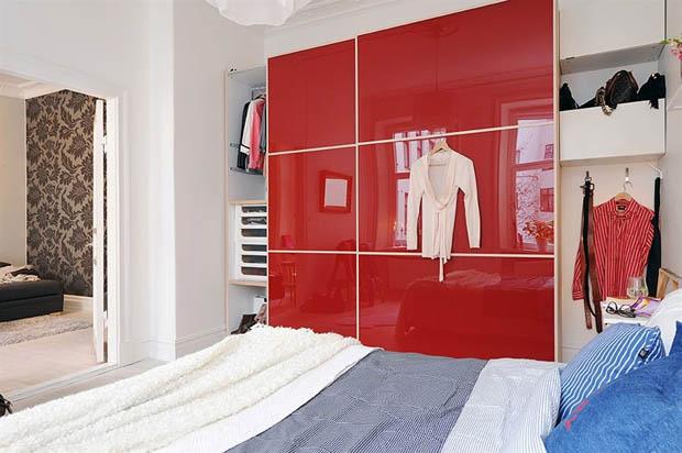 ตู้เสื้อผ้าขนาดใหญ่ ติดผนังห้อง ในคอนโด