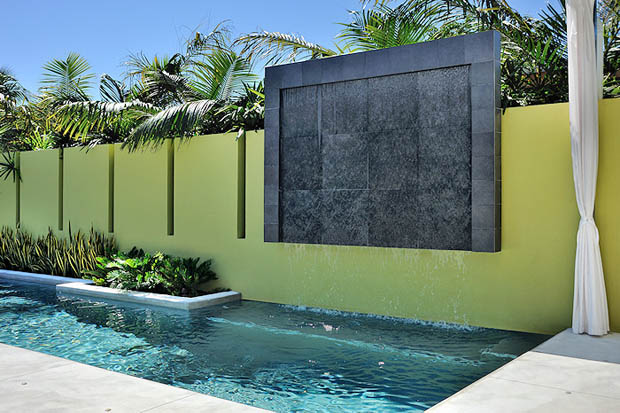 แบบสระว่ายน้ำ ติดกำแพงบ้าน