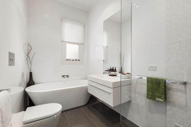 ห้องน้ำแบบกว้าง ภายในบ้านชั้นเดียว
