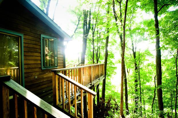 แบบบ้านไม้ ยกพื้นสูง มีระเบียงนอกชาน