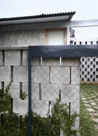 ผนังบ้านอิฐบล็อก ปูนเปลือย
