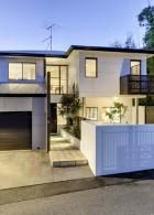 แบบบ้าน 2 ชั้น มีโรงจอดรถ จัดสวนหย่อมหน้าบ้าน