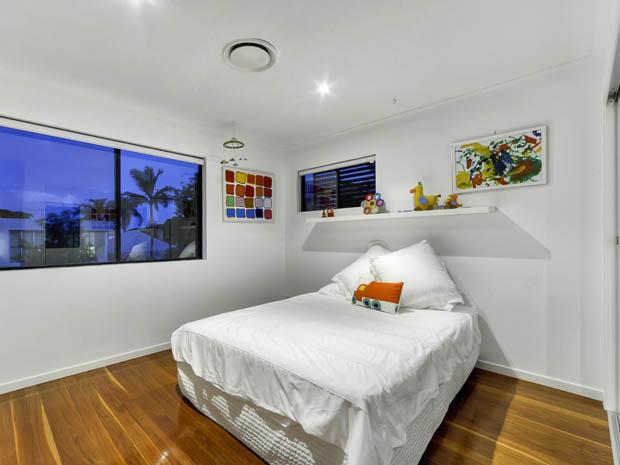 ห้องนอนเล็ก ตกแต่งเน้นโทนสีขาว