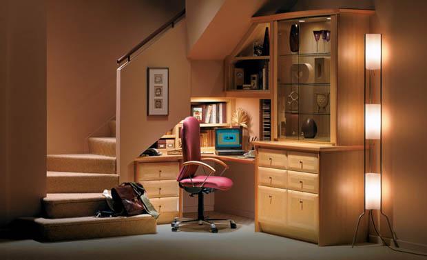 ห้องทำงานใต้บันได