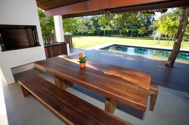 โต๊ะไม้สัก นั่งทานอาหาร