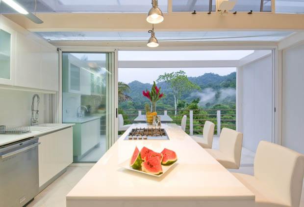 โต๊ะรับประทานอาหารสวยๆ สีขาว ดูสะอาด