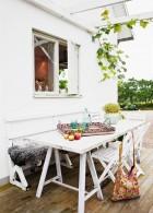 โต๊ะรับประทานอาหารหน้าบ้าน