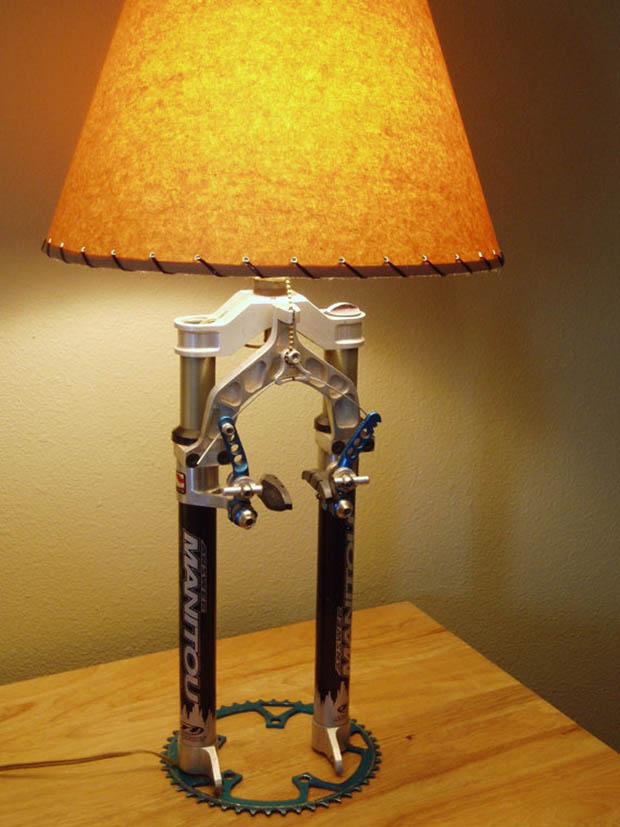 โคมไฟตั้งโต๊ะสีส้ม