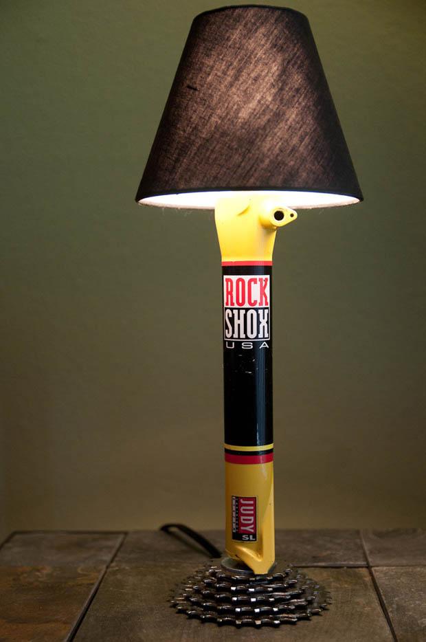 DIY โคมไฟตั้งโต๊ะ