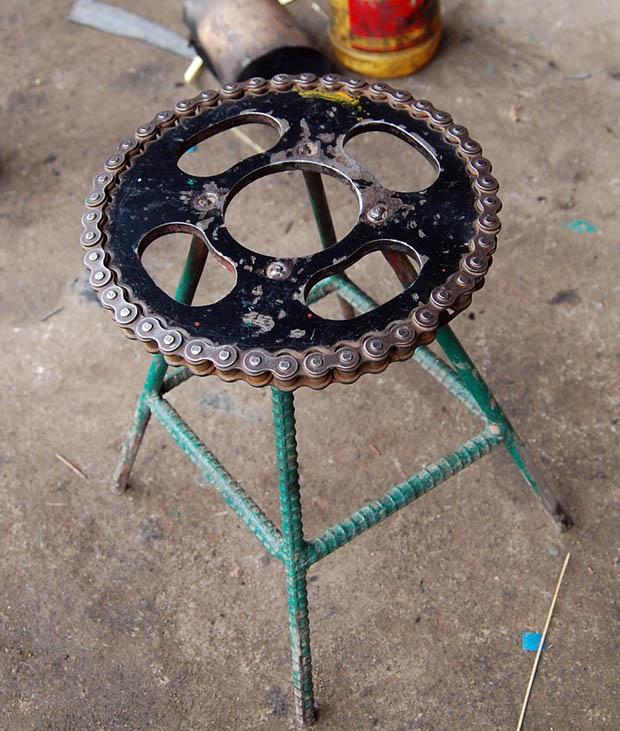 เก้าอี้สตูลน่ารักๆ จากอะไหล่รถ