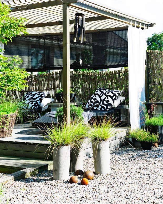 ศาลานั่งเล่น หลังคาระแนง ตั้งไว้ในสวน