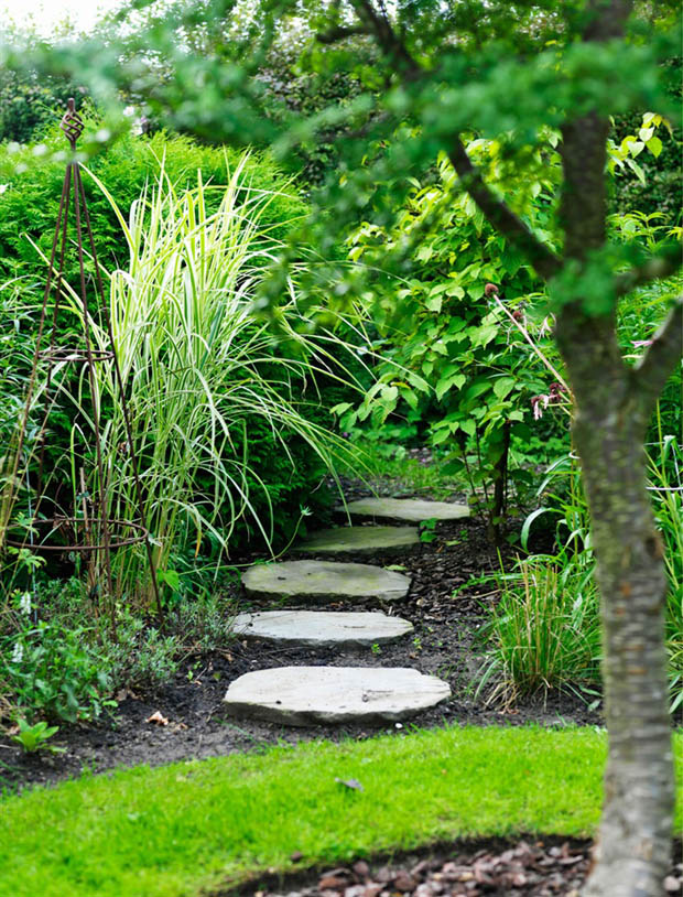 การทำทางเดินในสวน จัดวางแผ่นทางเดินให้สวย