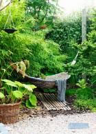เปลผ้า เปลนอน ผูกไว้ในสวน