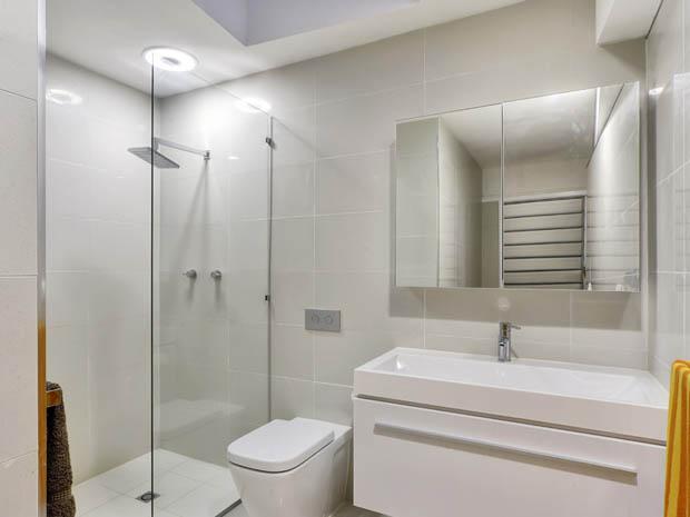 ภาพห้องน้ำสวยๆ มีฉากกั้นอาบน้ำ