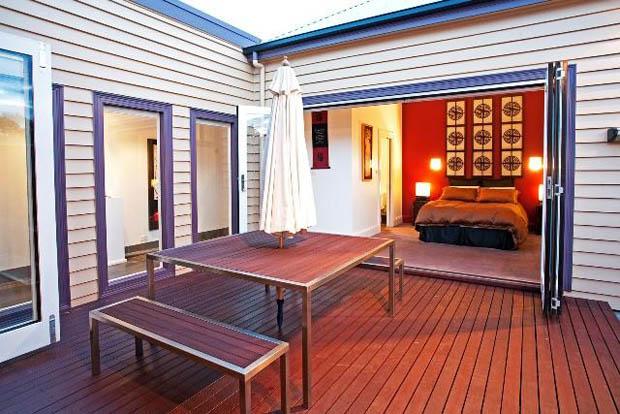 แบบระเบียงนอกบ้าน ออกแบบไว้ส่วนกลางบ้าน