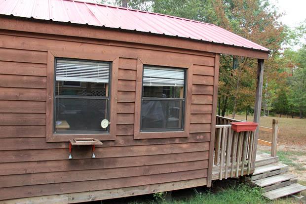 ผนังบ้านไม้ วงกบหน้าต่าง