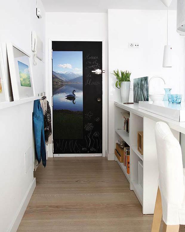 ประตูห้องนอนสีดำ