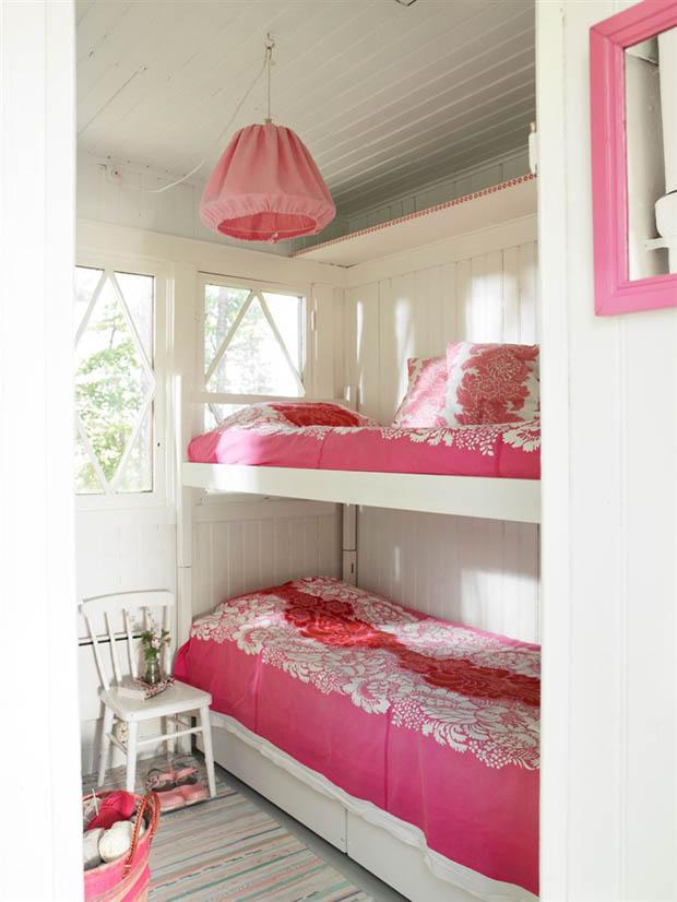 เตียงนอนสองชั้นสีชมพู