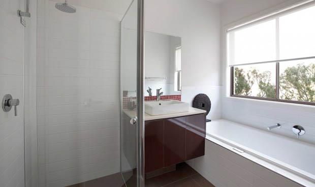 ติดหน้าต่างห้องน้ำ ข้างอ่างอาบน้ำ