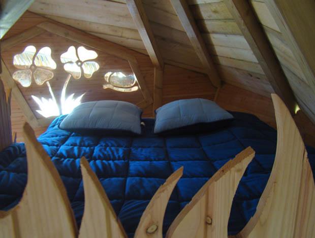 จัดห้องนอนเล็กๆ ในบ้านไม้