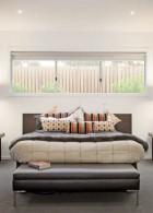 ผนังหัวเตียงนอน เปิดช่องรับแสงสว่าง