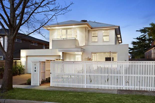 แบบบ้านสองชั้น มีรั้วบ้านสวยๆ