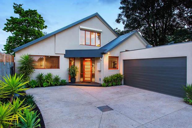 แบบบ้านหลังคาหน้าจั่ว จัดสวนสวยงาม