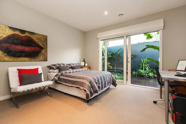 ห้องนอนมีระเบียงเห็นวิวสวยๆ