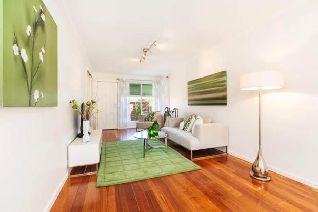 พื้นพรมสีเขียว แต่งบ้านสวยงาม
