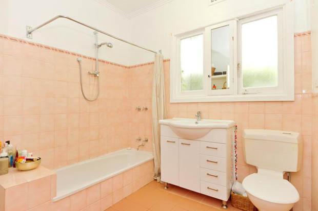 ห้องน้ำ สีส้มอ่อนๆ สีโอรส