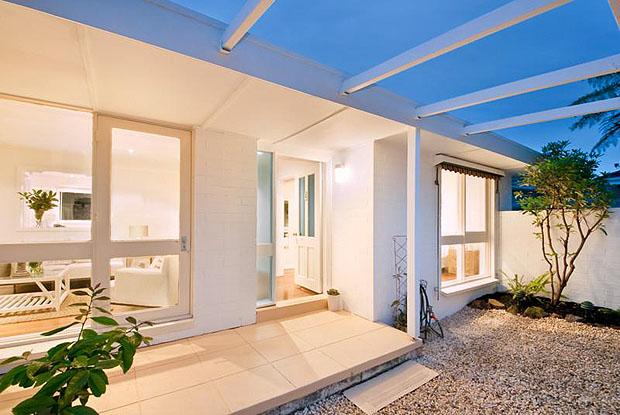Pure Home Design บ้านปูนสีขาว