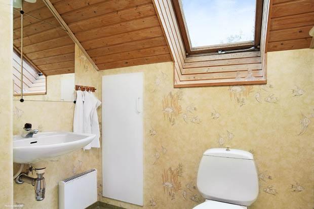 ห้องน้ำเพดานกระจก