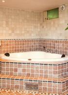 อ่างอาบน้ำสามเหลี่ยมเข้ามุม