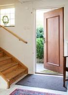 ประตูบ้านทำจากไม้