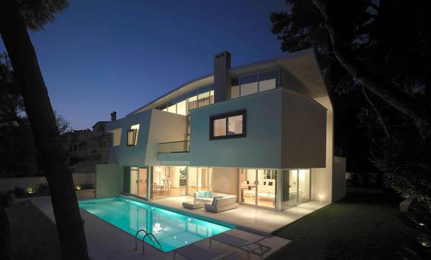 บ้านและสระว่ายน้ำ