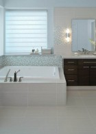 อ่างอาบน้ำสี่เหลี่ยมแบบฝัง
