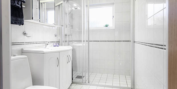 ห้องน้ำสีขาวสะอาด