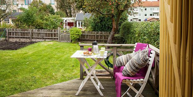 ชานระเบียงนั่งเล่นหน้าบ้าน