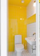 ห้องน้ำผนังสีเหลือง