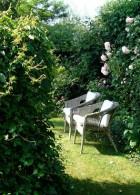 เก้าอี้นั่งเล่นในสวน