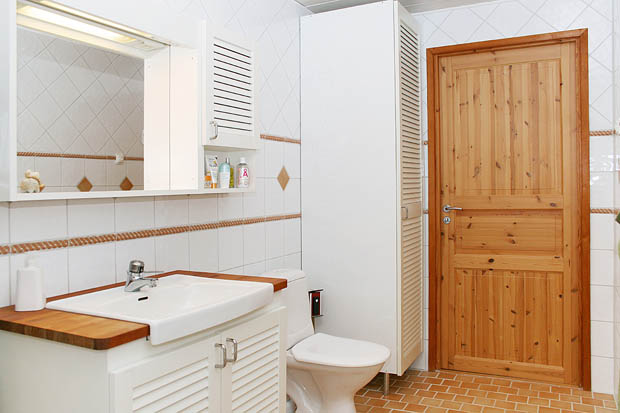 ห้องน้ำสีขาวสะอ้านสะอาด