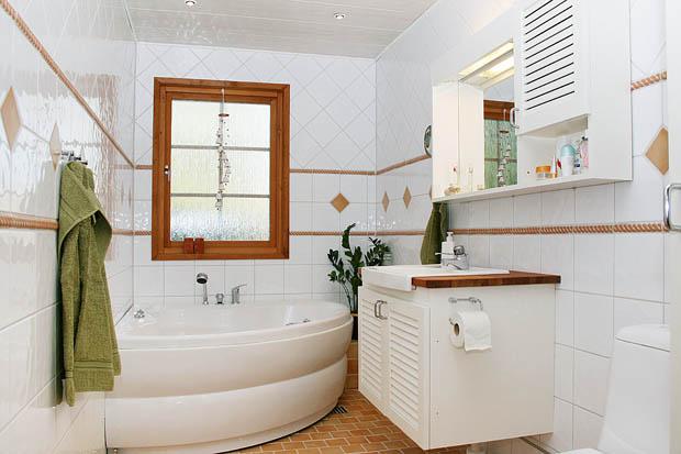 อ่างอาบน้ำเข้ามุมสีขาว