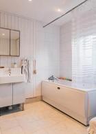ห้องน้ำสีขาวสบายตา