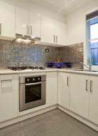 ห้องครัวสีขาว ดูกว้างขึ้น